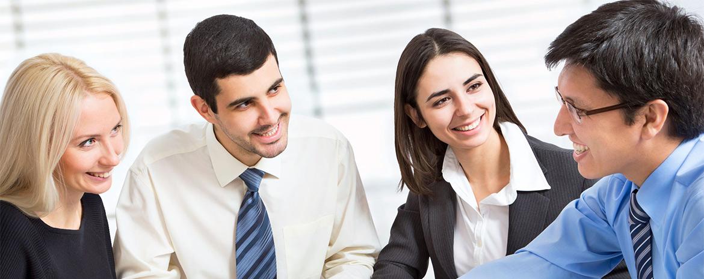 21253053-squadra-di-affari-a-lavorare-sul-loro-progetto-di-business-insieme-presso-l-ufficio